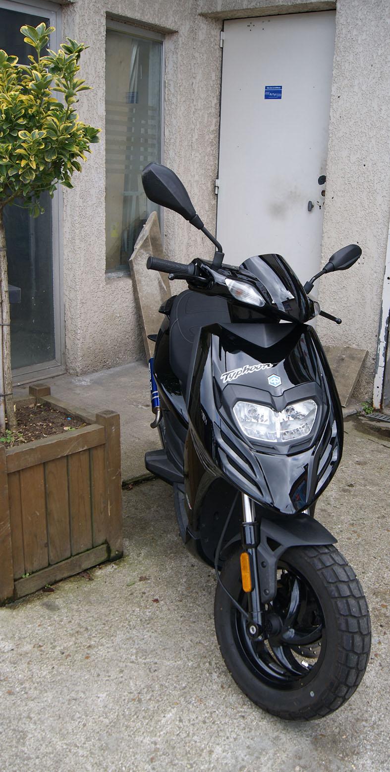 scooter et moto 50 cm piaggio typhoon 50. Black Bedroom Furniture Sets. Home Design Ideas